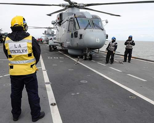 Click image for larger version.  Name:Flight deck.jpg Views:33 Size:83.0 KB ID:822733
