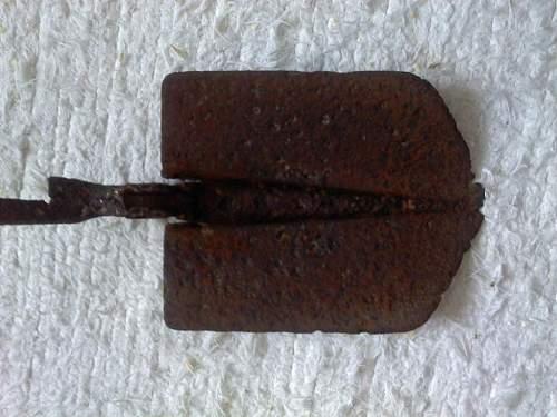 Unknown folding shovel