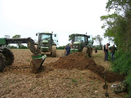 Digging with some help!!!.JPG
