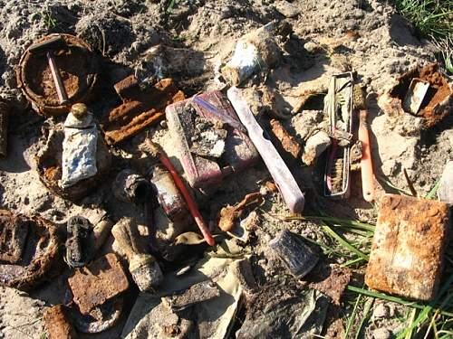 Toothbrushes Razors, ration tins etc....jpg