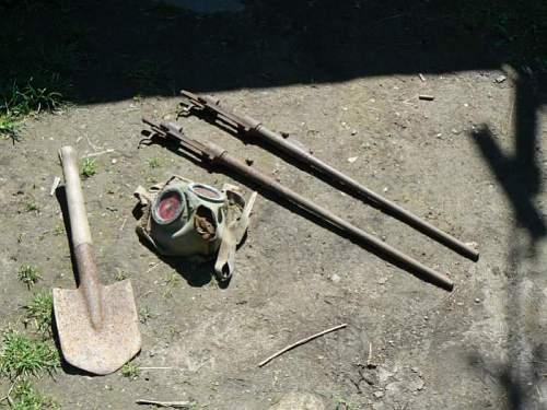 kar,shovel,gas mask.jpg