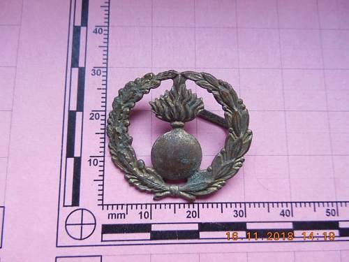 Need Help!!Artillery cap badge??