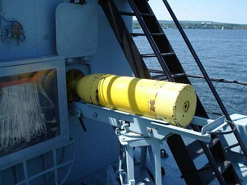 800px-HMCS_Haida_Hamilton_Ontario_june07_10.jpg