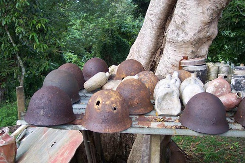 GIFU_TABLE___HELMETS_FROM_FRONT.jpg