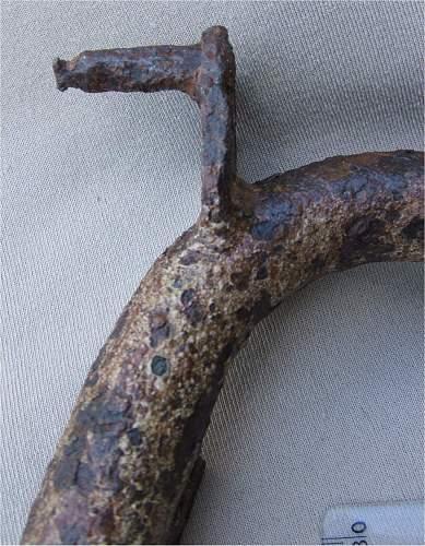 Identifying dug battle damaged MG(?) Bi Pod