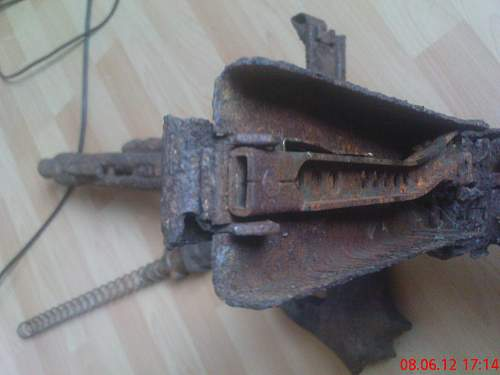 MG42 dug up (any problem in the shipping?)