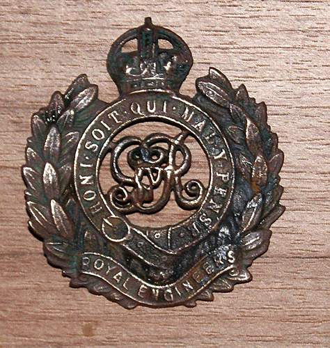 Cap badges - help with ID please