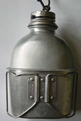 1944 pattern water bottle cup and cover. 003.jpg