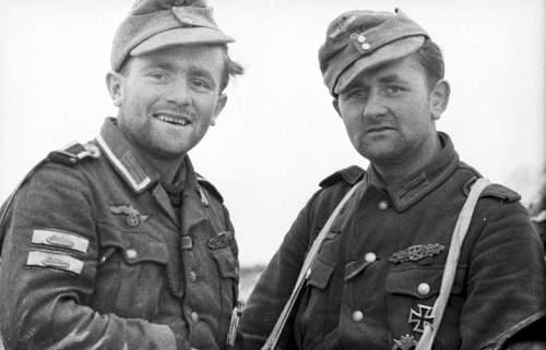 Bundesarchiv_Bild_101I-278-0877-18,_Russland,_dekorierte_Soldaten.jpg