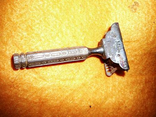Click image for larger version.  Name:WWII AIF Officers razor (1) (Medium) (2).jpg Views:7 Size:103.4 KB ID:520592