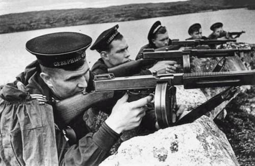 tommy guns.jpg