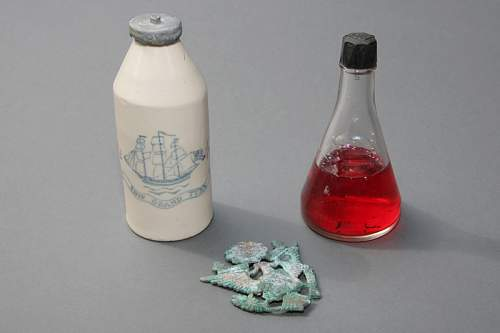 Cap Badge & Old Spice Bottle WRF800.jpg