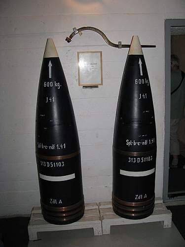 Unkown huge bomb. NEED IDENTIFICATION!