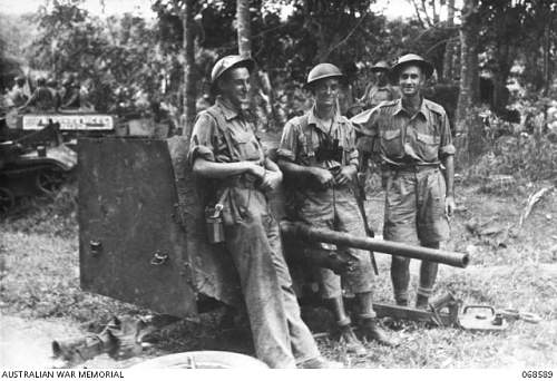 Click image for larger version.  Name:068589 A two pounder Anti-Tank Gun of the 4th Anti-Tank Regiment, 8th Australian Division,.JPG Views:0 Size:179.8 KB ID:696985