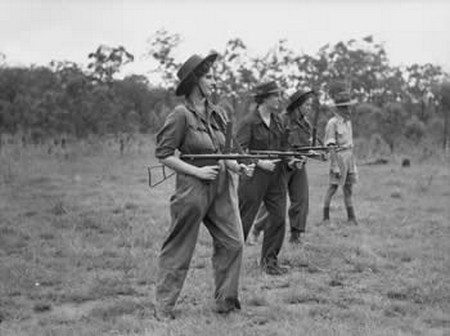 Click image for larger version.  Name:WACS (Aust Womens Army Corp) training with Owen SMG -2.jpg Views:66 Size:34.4 KB ID:739754