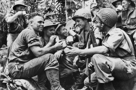 Click image for larger version.  Name:Australians share cuppa with the Yanks ~.jpg Views:110 Size:69.0 KB ID:779530