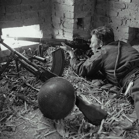 Click image for larger version.  Name:WWII Canadian Sniper with Folding Knife.jpg Views:58 Size:87.0 KB ID:783388
