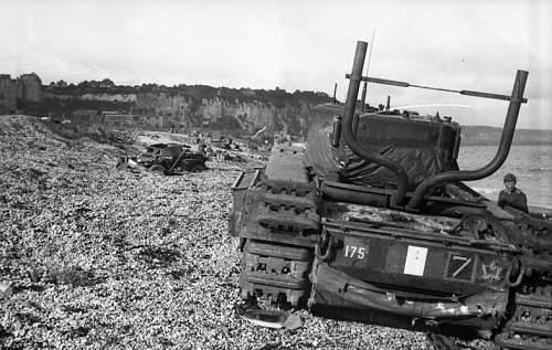 Bundesarchiv_Bild_101I-362-2211-05,_Dieppe,_Landungsversuch,_englische_Panzer.jpg