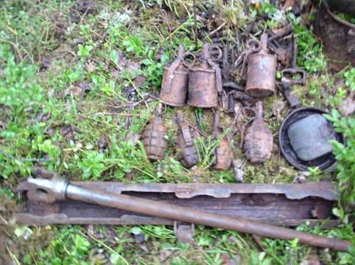 MG-42 barrel and russian granads.JPG
