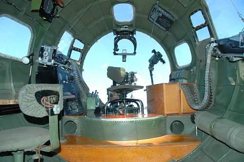 DSC_0408 B-17G N93012 Nine-O-Nine interior bombardier station l.jpg