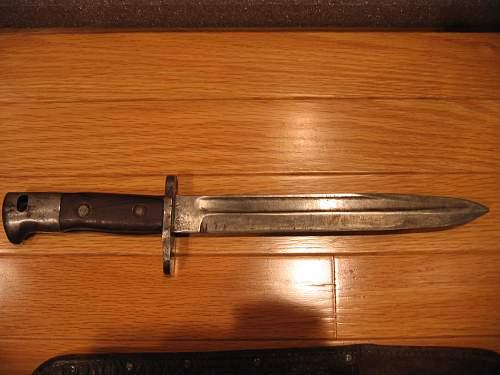 axis fighting knife?