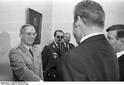 Click image for larger version.  Name:25. Bundeskanzler Brandt mit Bundeswehrführung.jpg Views:9 Size:44.3 KB ID:1326169