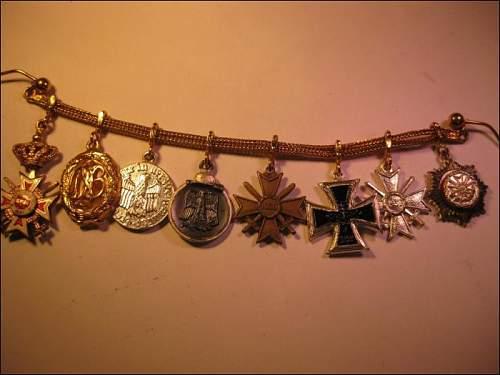 Attributed BW Generals shoulder straps.......