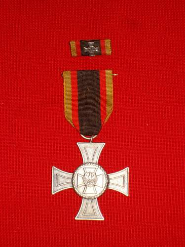 Click image for larger version.  Name:BW Medal Deumer 2 piece.JPG Views:102 Size:78.1 KB ID:575141