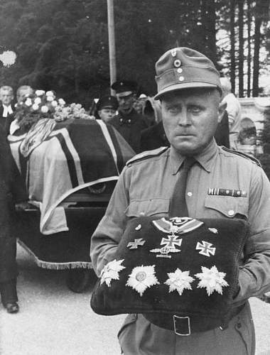 Click image for larger version.  Name:Medals of Albert Kesselring.jpg Views:1214 Size:80.6 KB ID:692466