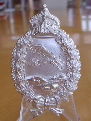 Post war replacement Imperial Pilots badge..................