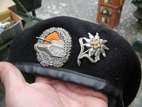 Bundeswehr panzer beret with color cloth under badge ?