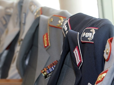 Name:  bundeswehroffiziere-uniformen.jpg Views: 636 Size:  59.6 KB