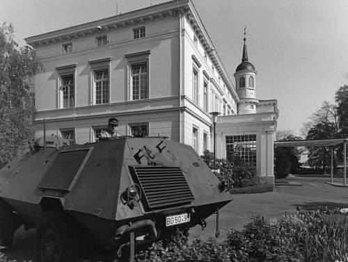 Click image for larger version.  Name:Bundesarchiv_B_145_Bild-F045459-0003,_Bonn,_Bewachung_des_Bundeskanzleramts.jpg Views:16 Size:51.4 KB ID:868386