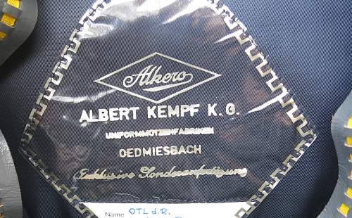 Click image for larger version.  Name:Bundesluftwaffe officer's visor cap 009.jpg Views:35 Size:260.7 KB ID:953161