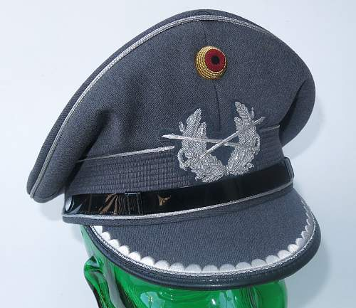 Click image for larger version.  Name:Bundeswehr junior officer Heer visor cap 001.jpg Views:63 Size:221.8 KB ID:953162
