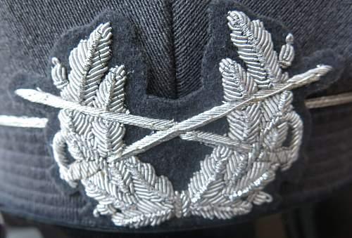 Click image for larger version.  Name:Bundeswehr junior officer Heer visor cap 007.jpg Views:36 Size:223.8 KB ID:953165
