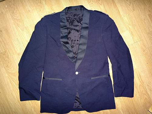 One-buttoned german dinner jacket?