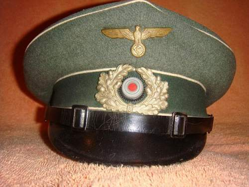 Click image for larger version.  Name:1292791808_148124533_1-Fotos-de--Chapeu-militar-alemao-da-2-Guerra-Mundial-original.jpg Views:146 Size:48.4 KB ID:164764