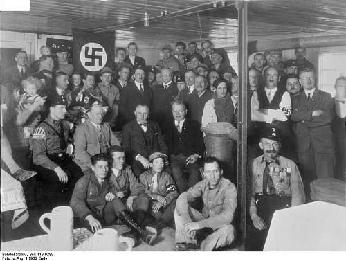 Click image for larger version.  Name:Hitler in the inauguration of Brown House in Munich.jpg Views:117 Size:69.7 KB ID:269476