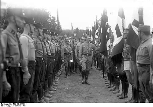 Click image for larger version.  Name:Bundesarchiv_Bild_102-12258,_Gera,_Adolf_Hitler_beim_Hitlertag.jpg Views:126 Size:54.8 KB ID:269477