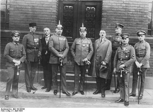 Click image for larger version.  Name:Bundesarchiv_Bild_101I-643-4752-30A,_Rudermarkierungen.jpg Views:74 Size:74.2 KB ID:269478