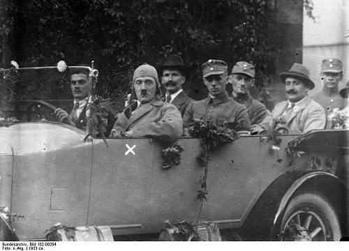 Click image for larger version.  Name:Bundesarchiv_Bild_102-00204,_Bayern,_Hitler_auf_Propagandafahrt.jpg Views:75 Size:63.6 KB ID:269479