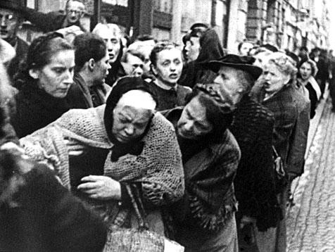 Name:  Weltkrieg_Deutschland_Hungerschlange_dpa.jpg Views: 188 Size:  53.9 KB