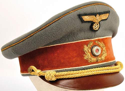 Click image for larger version.  Name:Schirmmütze Adolf Hitler 1939..jpg Views:982 Size:125.3 KB ID:351046