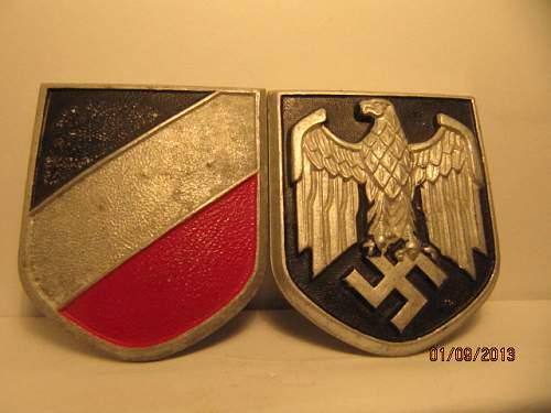 Afrikakorps Tropenhelm insignia: real or fake