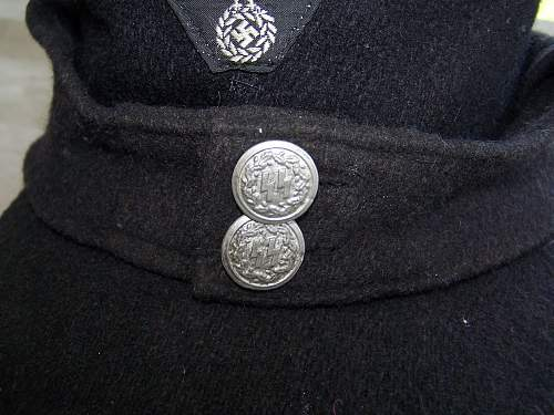 Fake but maybe real buttons?