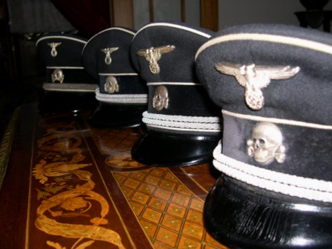 Help to ID and authenticate SS Black peaked cap, no piping
