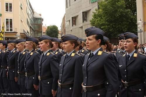 Click image for larger version.  Name:Frau-frauen-Muenchen-Soldaten-Bundeswehr-Emanzipation-Luftwaffe.jpg Views:1522 Size:97.3 KB ID:644131