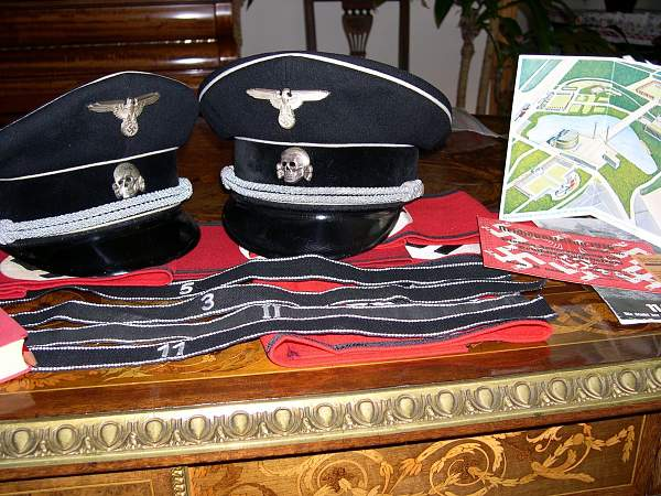 Black SS senior leader cap: horrid image, close your eyes before you click!
