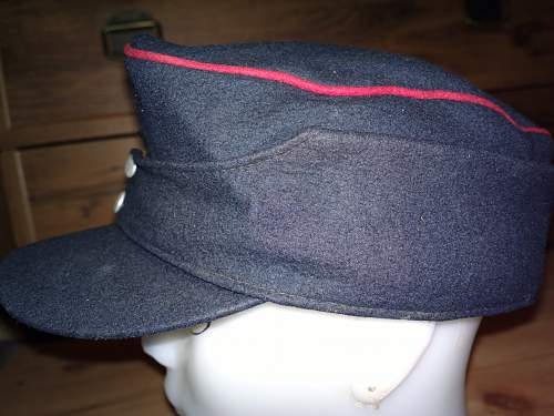 German fire? M43 style cap. But which era?
